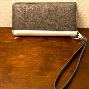 Women's Zip Wristlet Wallet 👛